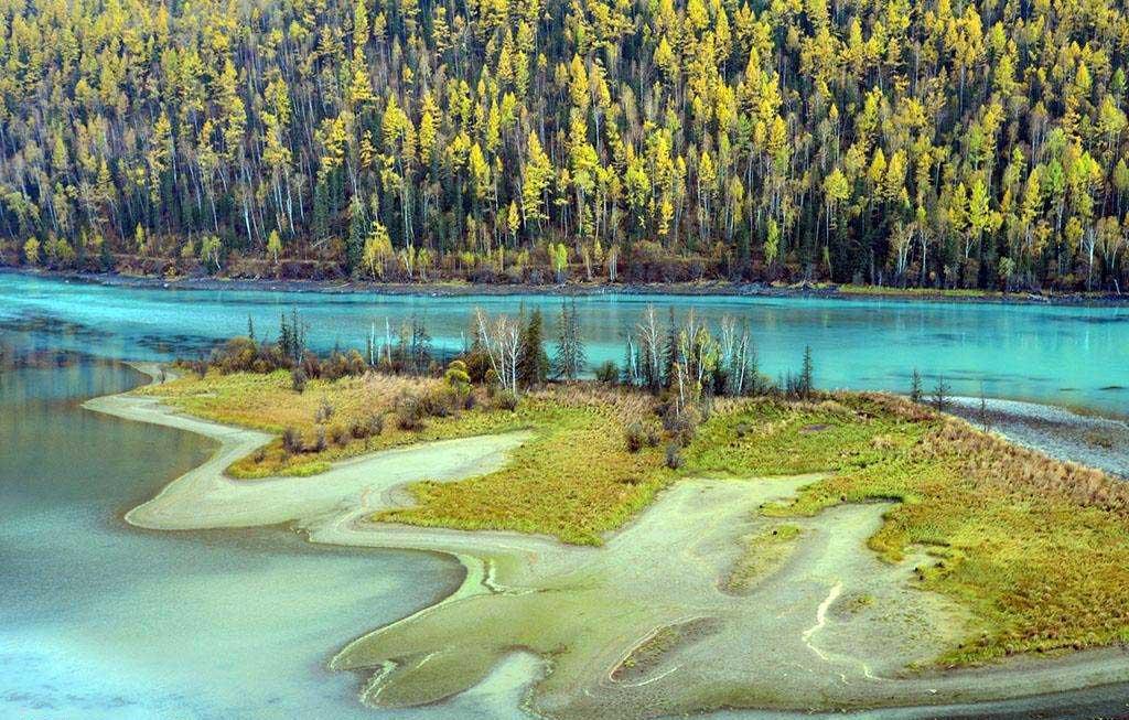 新疆喀納斯景區三灣之一臥龍灣